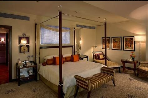 Obama Bedroom by A Peek Inside Obama S Bedroom India Real Time Wsj