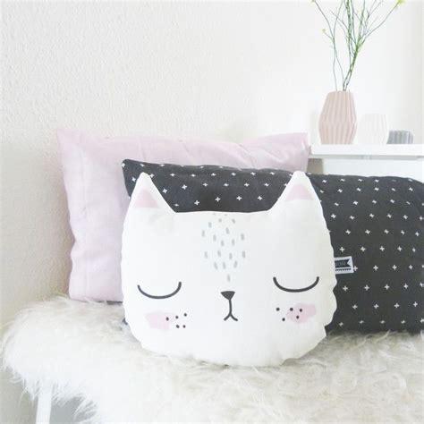 Cat Pillow by 25 Best Ideas About Cat Pillow On Pusheen