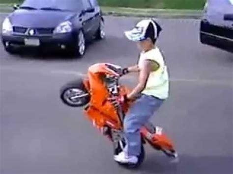 yasindaki cocugun nefes kesen motosiklet sovu youtube