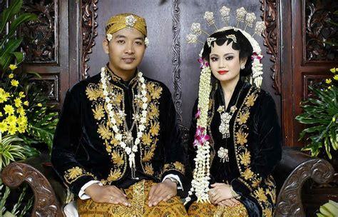 Foto Wedding Adat Jawa Timur by Jenis Pakaian Adat Jawa Timur Pesa An Madura Model