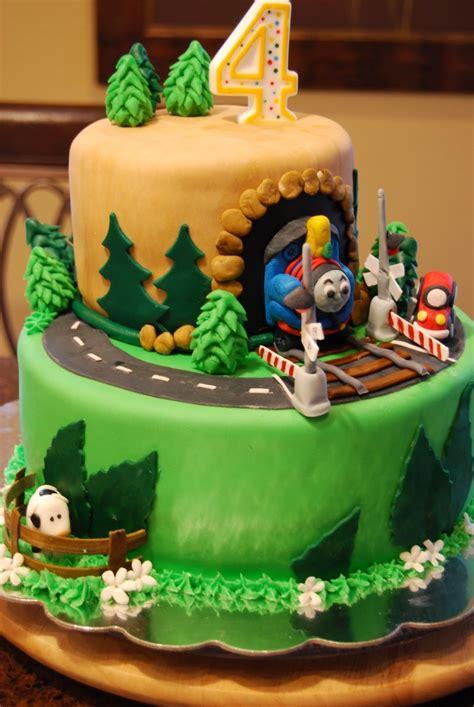 train cake gamma susies    thomas  train cake  crossing gates cake ideas