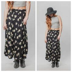 Rizka Navy grunge skirts and 90s style on