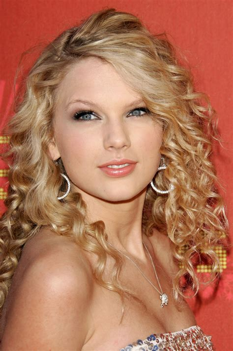 taylor swift age in 2006 taylor swift photos photos 2007 cmt music awards