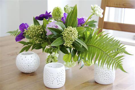 easy diy spring flower arrangement learn how to make a spring floral arrangement