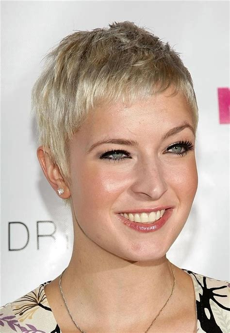 short hairstyles for long face 26 best short haircuts for long face popular haircuts