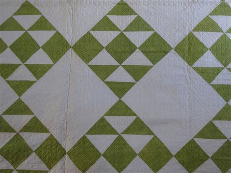 double zig zag quilt pattern double pyramids quilt with bold zigzag border at 1stdibs