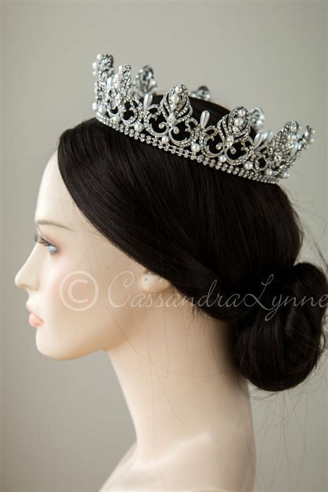 25  best ideas about Bridal crown on Pinterest   Wedding