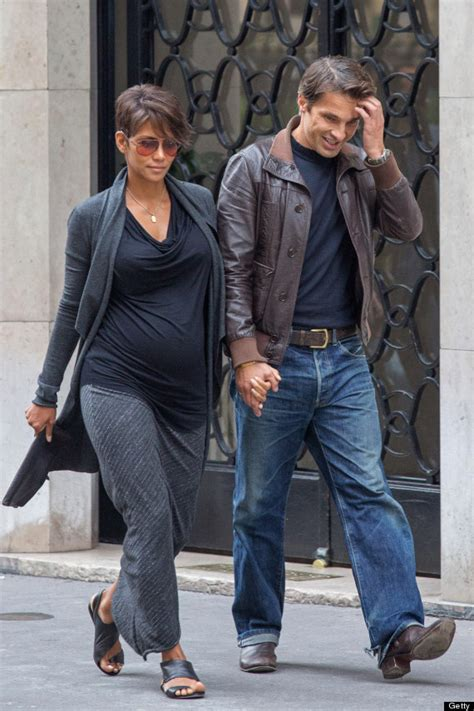 Halle Berry Has A New Dating Strategy by Halle Berry S Baby Will Be A Boy Confirms Olivier