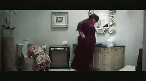 bridesmaids bathroom bridesmaids gif bathroom bridesmaids poop discover