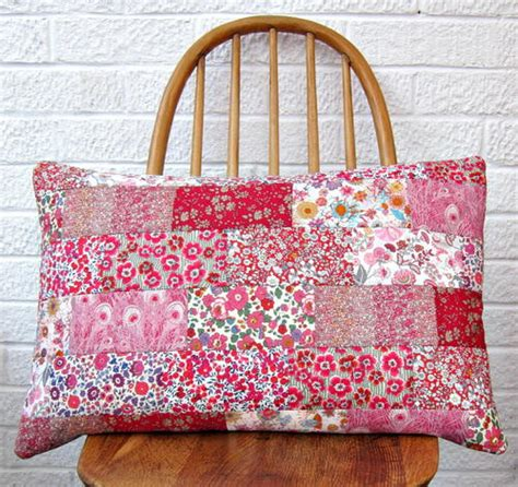 Patchwork Cushion Patterns - s patchwork cushion tutorial favequilts