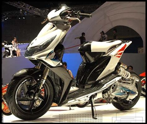 Striping Spacy 2011 Putih Hitam kumpulan gambar hasil modifikasi motor honda beat motor