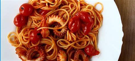 moscardini come si cucinano ricetta spaghetti polpo e pomodorini cucinarepesce