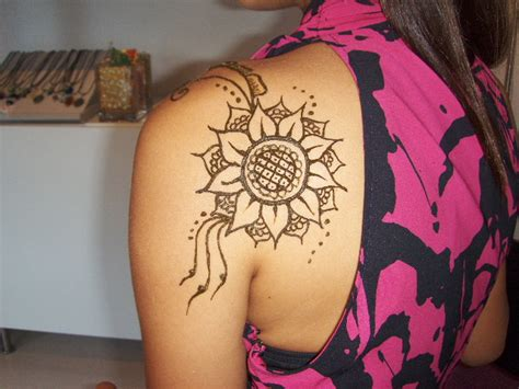 sunflower henna tattoo 29 cool henna sunflower makedes