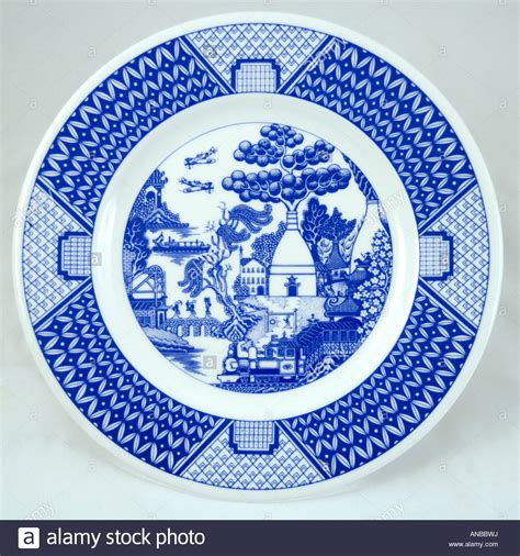 willow pattern en francais the potteries willow pattern plate by the gladstone