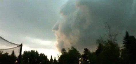 of god cloud god cloud cruises past canadian cameraman metro news
