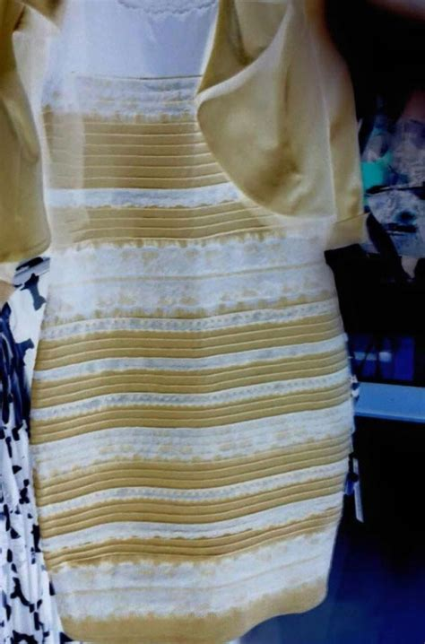 color of the dress can t agree on the colors of this dress smosh