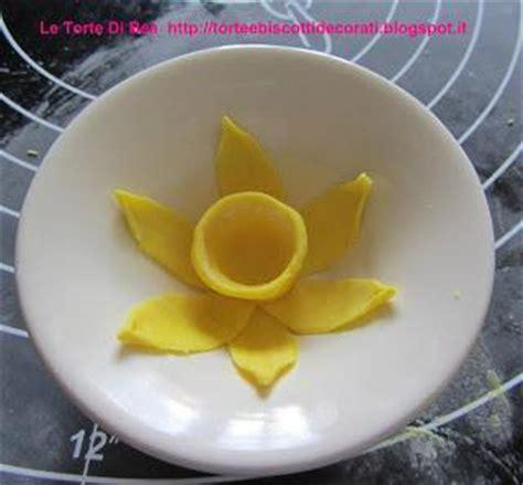 fiori di pasta di zucchero passo passo passo passo per realizzare giunchiglie e narcisi in pasta