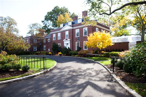 Which Residence Is Better In Hbs Mba by Hbs Hires Firm To Find S Successor Page 2 Of 3