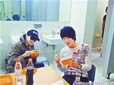 what to eat to go to the bathroom more often rene liu caught eating lunch in public bathroom jpopasia