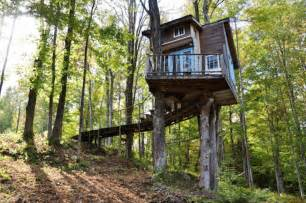 air bnb cabins 7 incredible treehouses you can rent on airbnb