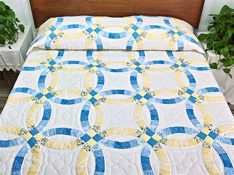 Double Wedding Ring Quilt    gorgeous well made Amish