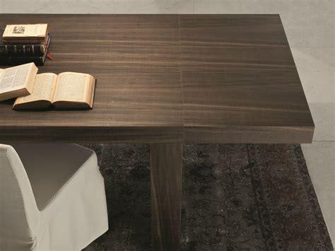 gambe aperte sotto il tavolo foto tavolo allungabile rettangolare by presotto industrie
