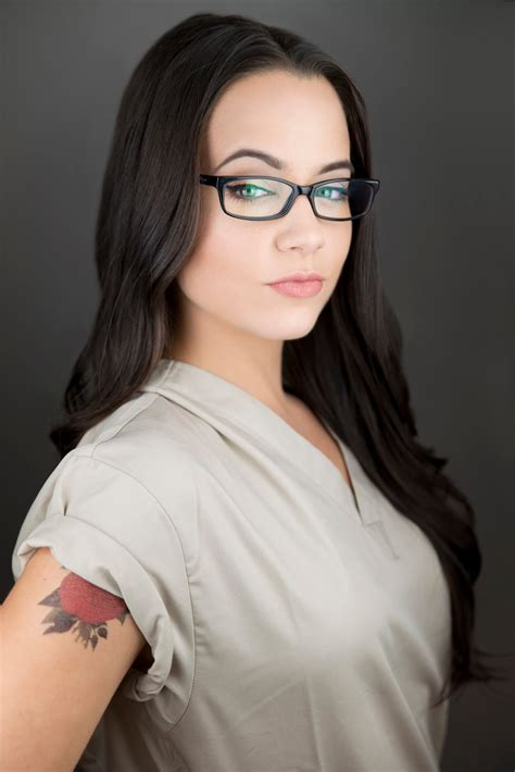 erin s faces alex vause orange is the new black