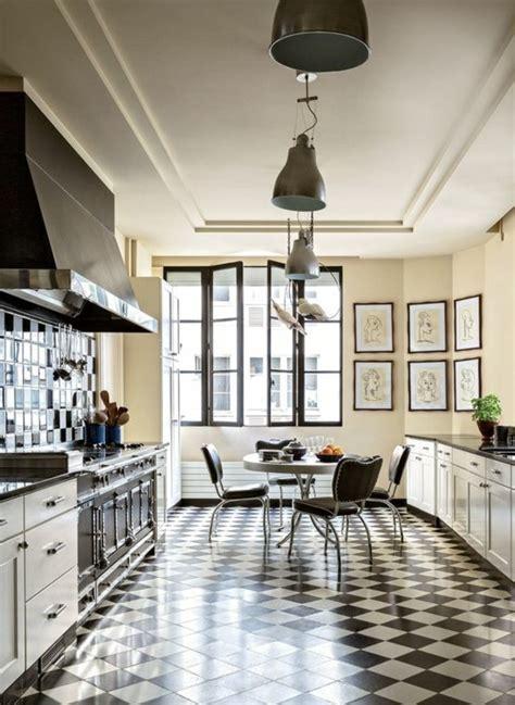 cuisine 駲uip馥 noir et blanc le carrelage damier noir et blanc en 78 photos archzine fr