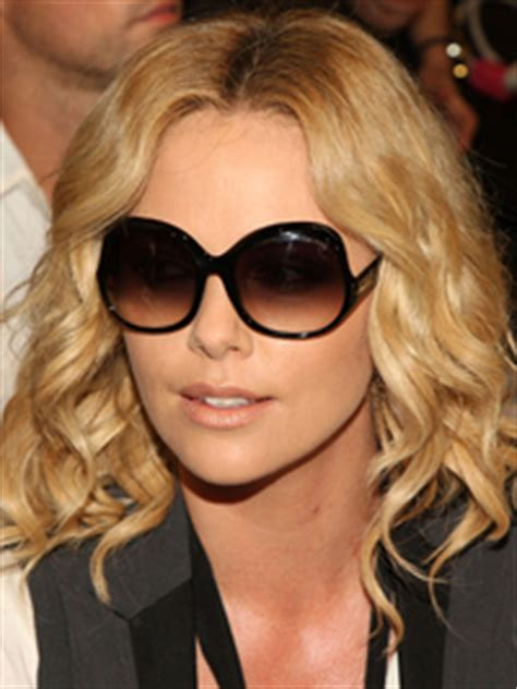 pictures charlize theron hair styles and colors through 5 minute hairstyle charlize theron s vintage rolls updo