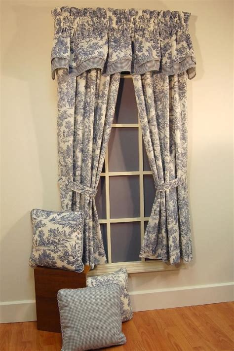 Toile Kitchen Curtains 1000 Images About Cottage Gordyne On Pinterest Window Treatments Valance Curtains And Quilt