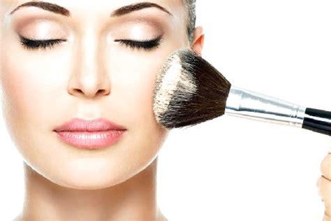 cara merias wajah bulat minimalis yang natural dan benar cara make up natural untuk wajah bulat yang benar agar