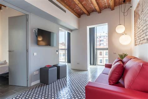 piso moderno  terraza  piscina compartidos en eixample barcelona
