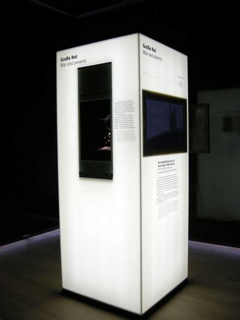 corian hinterleuchtet leuchtstelen aus corian im landesmuseum w 252 rttemberg