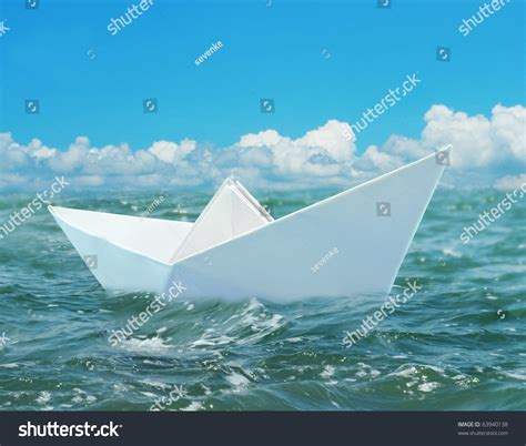 Floating Origami Boat - origami boat in water comot