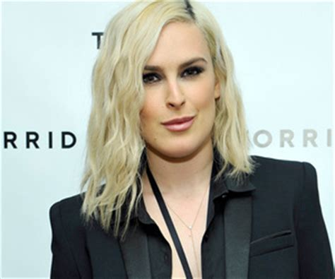 rumer willis reveals shaved hairstyle days after sister tallulah rumer willis debuts shaved side do after sister tallulah