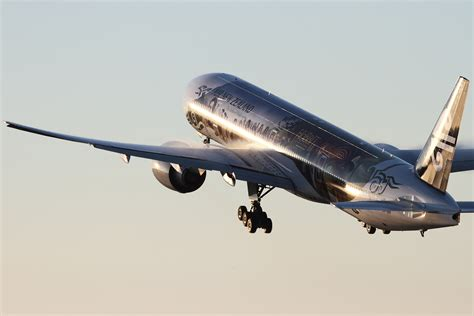 air new zealand s new livery shows cultural roots are air new zealand unveils special hobbit livery on boeing