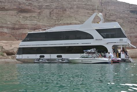 biggest houseboat in the world globetrotting texans best vacation on earth that s