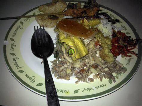 pesona kuliner denpasar babi guling pakerisan