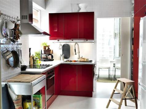 kitchen interior designs for small spaces malinowe meble do kuchni modny dom pl