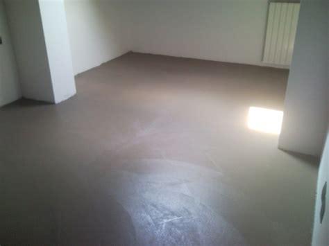 pavimenti in resina cementizia pavimenti in resina cementizia posa pavimento resina