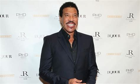 Lepaparazzi News Update Richie Is At Home Not In Rehab by What Is Lionel Richie S Net Worth