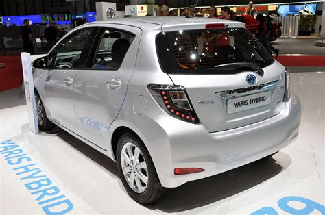 2012 toyota yaris hybrid plays big to the prius c
