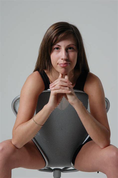 su una sedia su una sedia foto immagini modelle i si