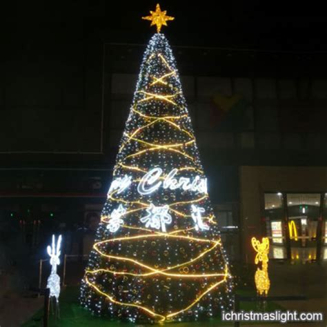 decorated outdoor big fake christmas trees ichristmaslight
