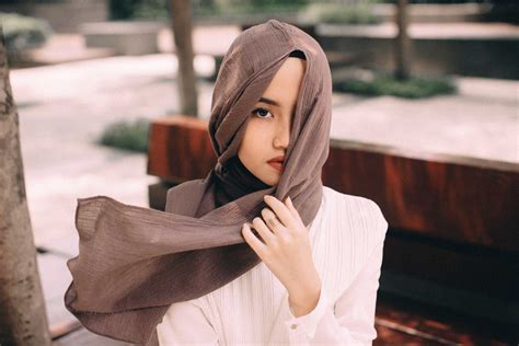 Hanatajima Uniqlo Light Brown lightbyrust uniqlo x hana tajima scarf