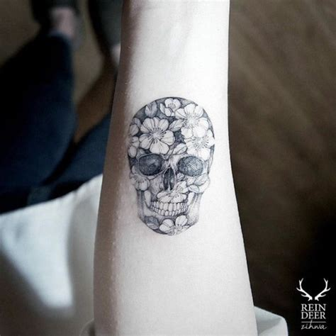 77 amazing small skull tattoos and designs golfian com