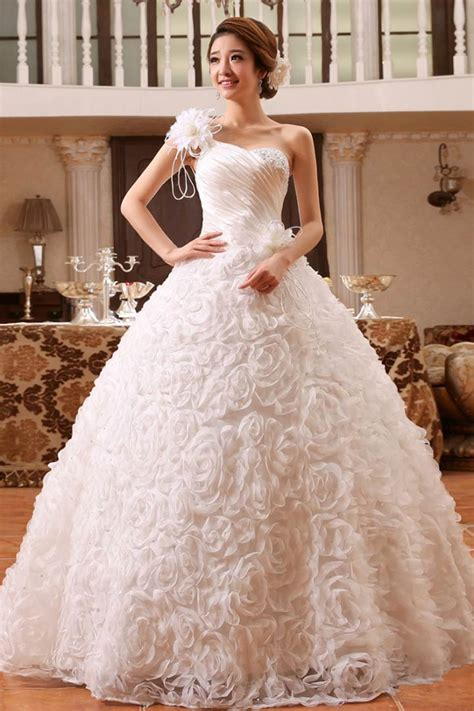 Utterly Gorgeous Ball Gown Wedding Dresses: 3 Best Stores!