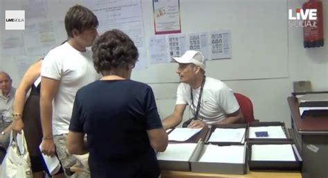 ufficio anagrafe messina un sportello aperto 232 caos all ufficio anagrafe