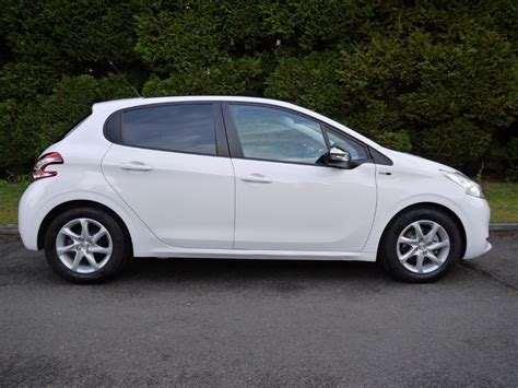 peugeot white used bianca white peugeot 208 for sale surrey