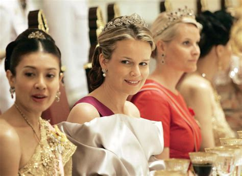 film story of queen thailand gif thai royal family tumblr